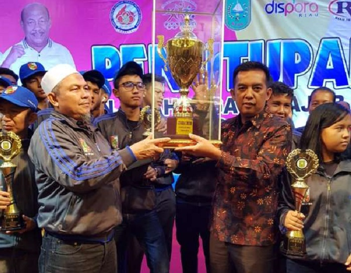 HEBAT...Pekanbaru Raih Juara Umum di Popda Riau