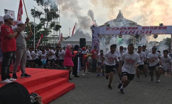 Telkomsel Foam Run, Dibuka untuk 2.000 Peserta, Yang Ikut Lebih 3.000-an