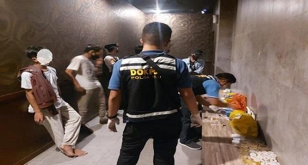 Aparat Gabungan Razia Tempat Hiburan dan Hotel, Pil Ekstasi Ditemukan Berserakan di Lantai