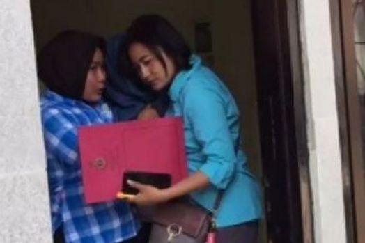 Asyik Dikamar Berduaan, Seorang Bidan Istri Polisi Terbongkar Selingkuh Dengan Dokter