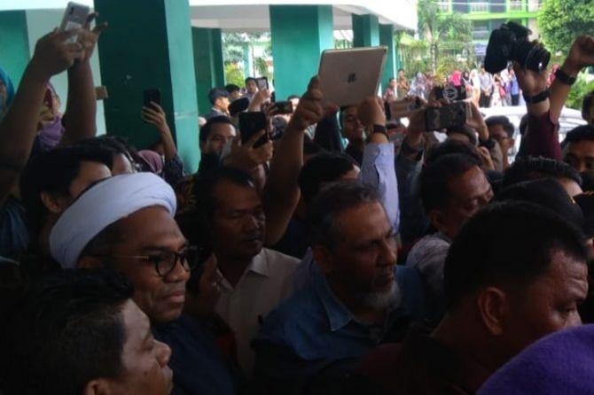 Tayangkan Video Keberhasilan Jokowi, Ali Mochtar Ngabalin Diusir Mahasiswa UIN Sumut. 'Pergi Kau dari Kampus Kami'