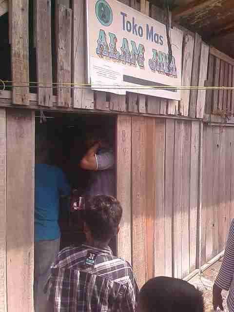 Rampok Toko Emas, Empat Pria Bersebo Bawa Kabur 2 Kg Emas