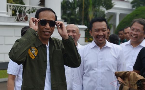 Jokowi Lagi Cari Calon Menteri dari Kalangan Anak Muda, Syaratnya Usia 20-30 Tahun, Perempuan, Pintar, Cantik, Matang