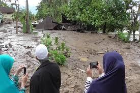 Banjir  dan tanah  Longsor  Landa Agam, Akses Jalan di Nagari Tanjung Sani Putus