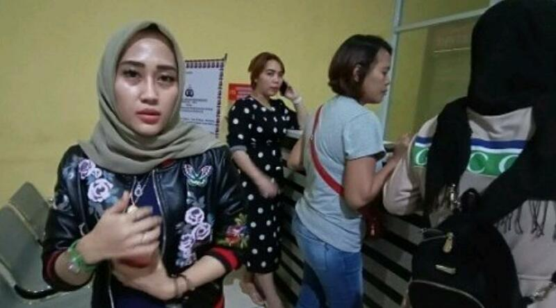Datangi Kantor Polisi, Belasan Emak-emak Bawa Terduga Pelaku Penipuan Arisan Bodong Miliaran Rupiah
