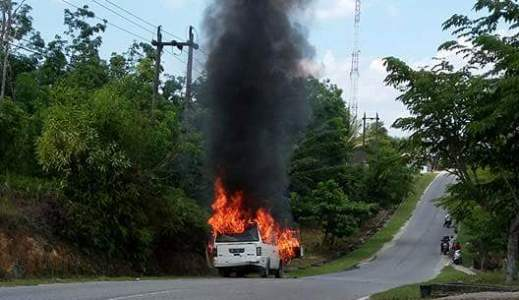 Mobil Stikes Tuanku Tambusai  Terbakar di Tengah Jalan Kota Bangkinang