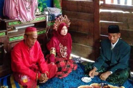 Beruntung! Istri Meninggal, Duda Ini Nikahi Gadis Cantik 20 Tahun Lebih Muda, Namanya Risna