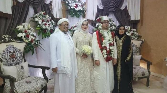 Belum Pulang ke Indonesia, Habib Rizieq Nikahkan Putrinya di Mekkah