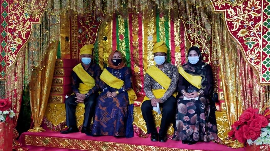 Masuk Perdana Di Mess Pemda, Bupati dan Wakil Bupati Rohil Di Tepung Tawar