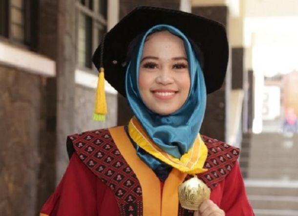 HEBAT...Teliti #2019GantiPresiden, Mahasiswi Cantik Regita Anggia Jadi Wisudawan Terbaik Unpad dengan IPK 4,00