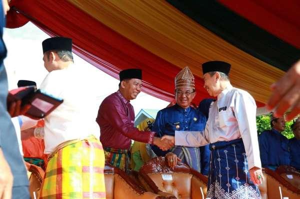 Wako Firdaus Bersama Pejabat Pemko Hadiri dan Meriahkan Pawai Taaruf MTQ Riau