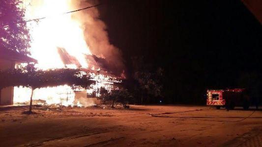 GAWAT...Bupati Harris dan Sekda Ikut Padamkan Api, Kadisdik Tak Muncul