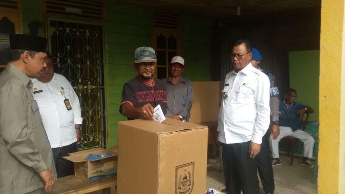 Bupati Suyatno Turun Pantau Pilpeng Serentak di Rohil