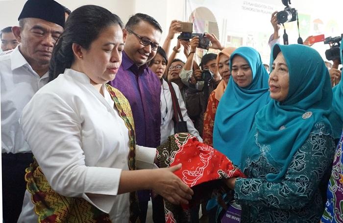 Puan Maharani Ajak Masyarakat Riau Kembangkan Batik Bono