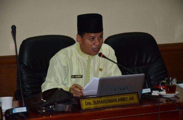 Pegawai di DPRD Riau 'Over Capacity'. 'Anggota Dewan Cuma 65, Pegawainya 300 Orang'