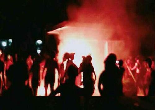 Bentrok Fisipol - Teknik, di Universitas Riau, Aparat Keamanan dan Mahasiswa Cedera  Karena Lemparan