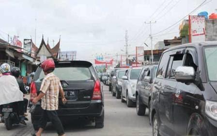 Arus Mudik, Ruas Padang - Bukittinggi Terpantau Macet Parah