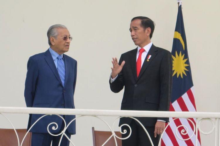 Punya Alat Water Bombing, PM Malaysia Mahathir Bingung kenapa Jokowi Tak Mau Dibantu Padamkan Karhutla