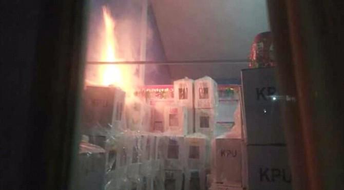 Gudang Berisi 785 Kotak Suara Terbakar di Pesisir Selatan Sumbar