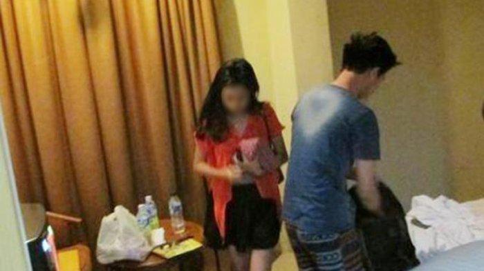 ASTAGA...Hakim Y Sang 'Wakil Tuhan' Digerebek Lagi Indehoi Bersama 2 Wanita di Rumah Dinas, Lagi Mabuk, Ada Narkoba Juga?