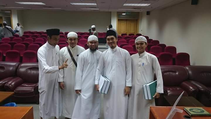 BARAKALLAH...Santri Kampar Raih Cumlaude Di Universitas Islam  Madinah