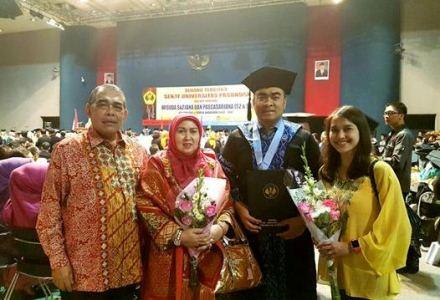 Irvan Herman Raih Gelar Magister Manajemen Rumah Sakit dari Unpas