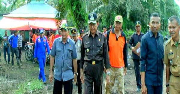 Pastikan Kampung Sudah Bebas Banjir dan Bisa Kembali, Bupati Inhil Langsung Turun ke Mumpa...