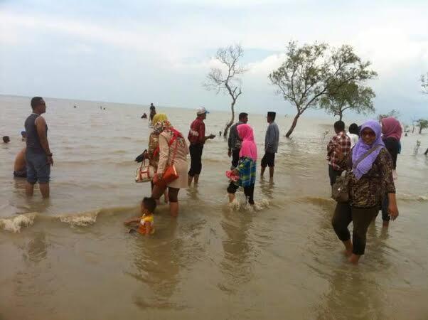 Keindahan Pantai Beting Beras, Simpan Cerita Kesultanan Merbau