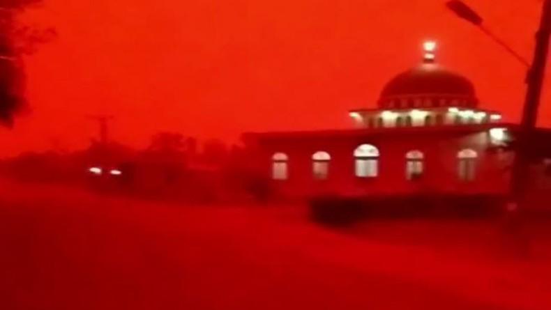 Heboh! Langit Merah di Muaro Jambi akibat Karhutla, Siang Hari Seperti Malam, Ini Penampakannya