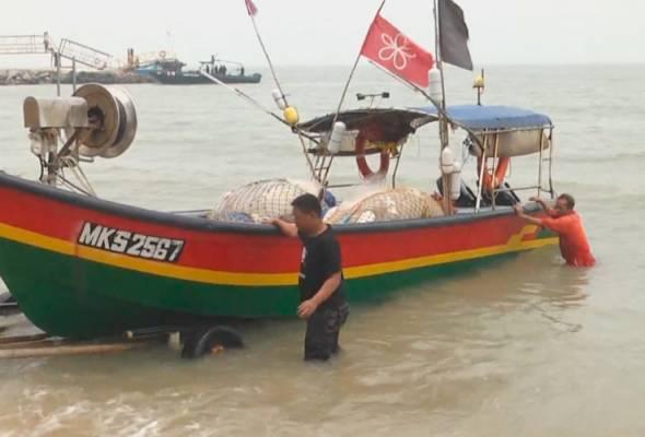 Wah Gawat ! Gara-gara Kabut, Nelayan Malaysia Ini Malah Salah Berlabuh di Indonesia