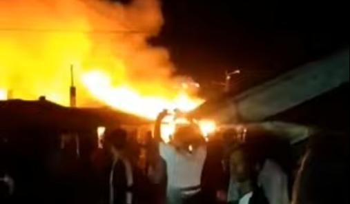 BREAKING NEWS: Pasar Lubuk Alung Padang Pariaman Terbakar