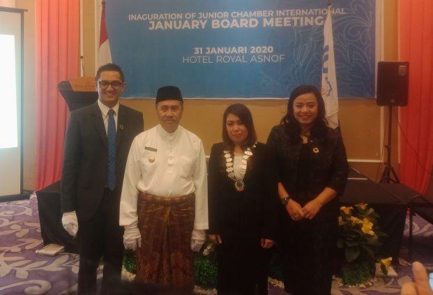 Gubernur Riau Lantik Maya Laura Sebagai Presiden JCI Pekanbaru