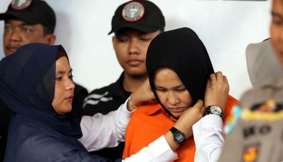Tangis Istri Hakim Jamaluddin Saat Rekonstruksi: Saya Ingin Mati Saja!