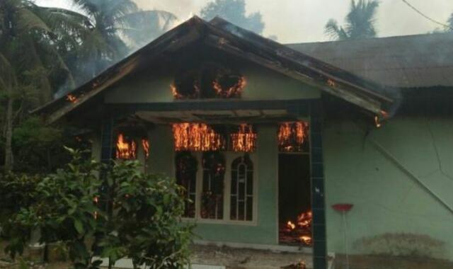 Pemilik Pergi ke Ladang, Rumah Warga Rumbio Jaya-Kampar Terbakar