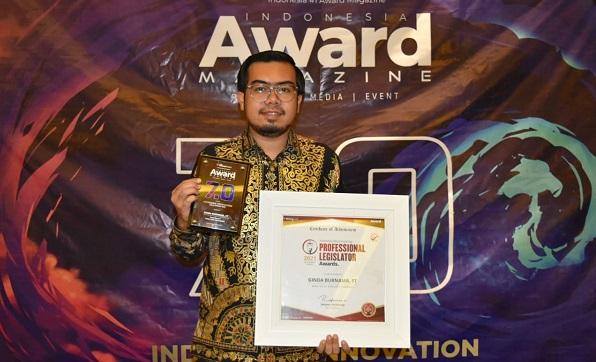 Ginda Burnama Terima Indonesia Award Magazine: The Most Inspiring Profesional-Legislator 2021
