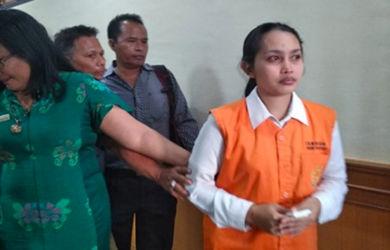 Bunuh 3 Buah Hatinya, Bu Guru Cantik Septiyan Nangis Tersedu-sedu Dituntut 19 Tahun Penjara