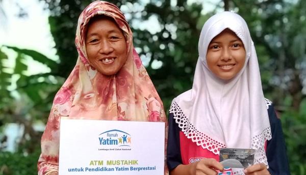 Ayo Peduli! Bantu Bantuan  Laila, Anak Yatim Berprestasi di Pekanbaru Mengejar Pendidikan