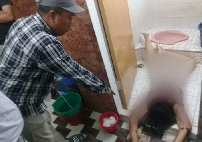 MENGERIKAN...Dibunuh dan Dirampok, Lina Warga Keturunan Tionghoa Ditemukan Tewas di Kamar Mandi, Leher Digorok, Dada Penuh Luka Tikaman