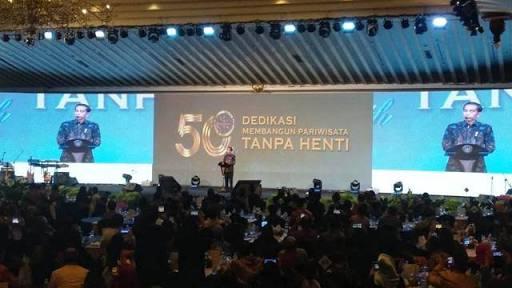 Salah Lagi...Jokowi Bilang Sudah Dicabut, Tapi Kemendagri Bantah Tak Pernah Buat Larangan Rapat di Hotel, Siapa Bohong?