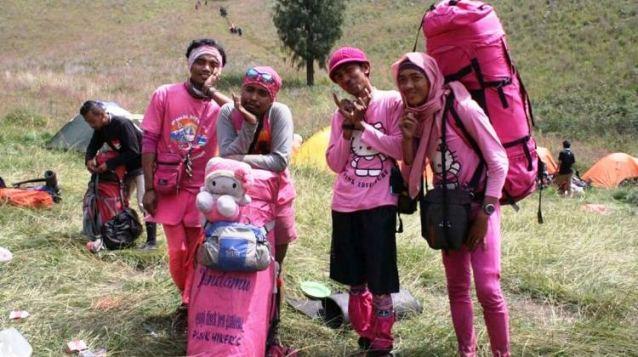 Bukan Soal Somay Pink, Ini tentang Pendaki Pink yang Lagi Booming