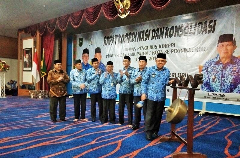 Gubri Buka Rakor dan Konsolidasi Korpri se-Riau di Rokan Hulu