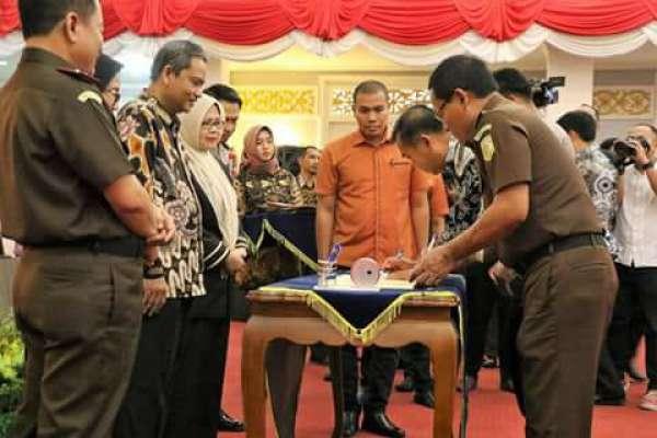 Wali Kota Pekanbaru Teken MoU APIP dan APH
