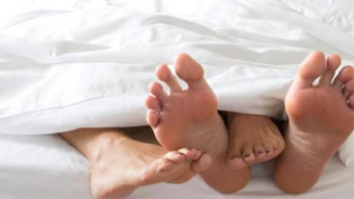 6977fbd402e Malam Pertama Terlalu Bernafsu, Wanita Muda Tewas Akibat Ciuman Ganas  Suaminya di Bagian ini.