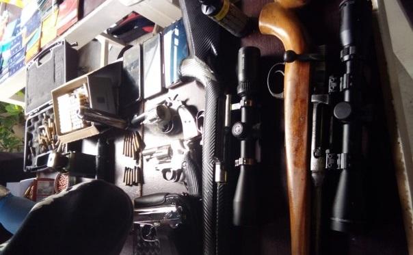 Gawat, Ini Temuan Senjata Api di Kediaman Satriandi, Mulai Pistol  Sampai Granat