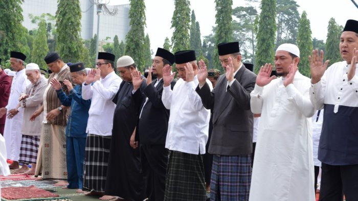 Salat Idul Adha di Pekanbaru, Gubri Serahkan Kurban ke Dumai