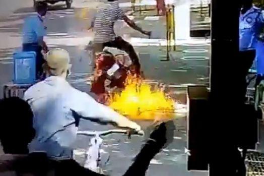 Waspada! Pengendara Motor Ini Terbakar Sesaat Setelah Disemprotkan Cairan Disinfektan