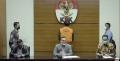 Pakai Rompi Oranye, Azis Syamsuddin Langsung Ditahan KPK